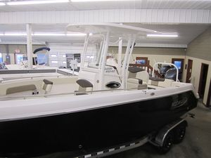 New Robalo R242 ExplorerR242 Explorer Center Console Fishing Boat For Sale