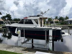 Used Cutwater C28 LE Cruiser Boat For Sale