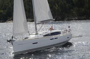 New Jeanneau 44 Deck Salon Racer and Cruiser Sailboat For Sale