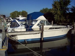 Used Chris-Craft 38 Commander Convertible Fishing Boat For Sale