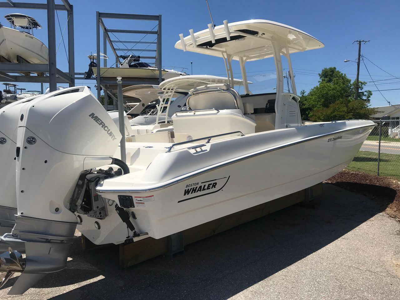 2019 New Boston Whaler 270 Dauntless High Performance Boat