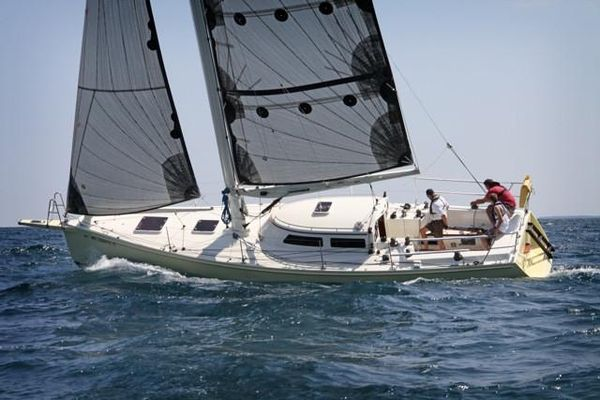 Used Van Dam Cruising/racing Sloop Racer and Cruiser Sailboat For Sale