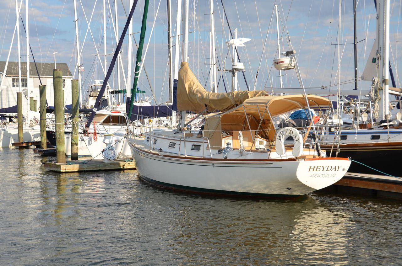 1998 Used Morris 34 Ocean Series Cruiser Sailboat For Sale