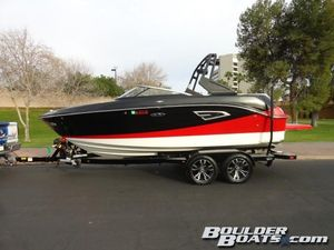 Used Sea Ray SLX-W 230SLX-W 230 Ski and Wakeboard Boat For Sale