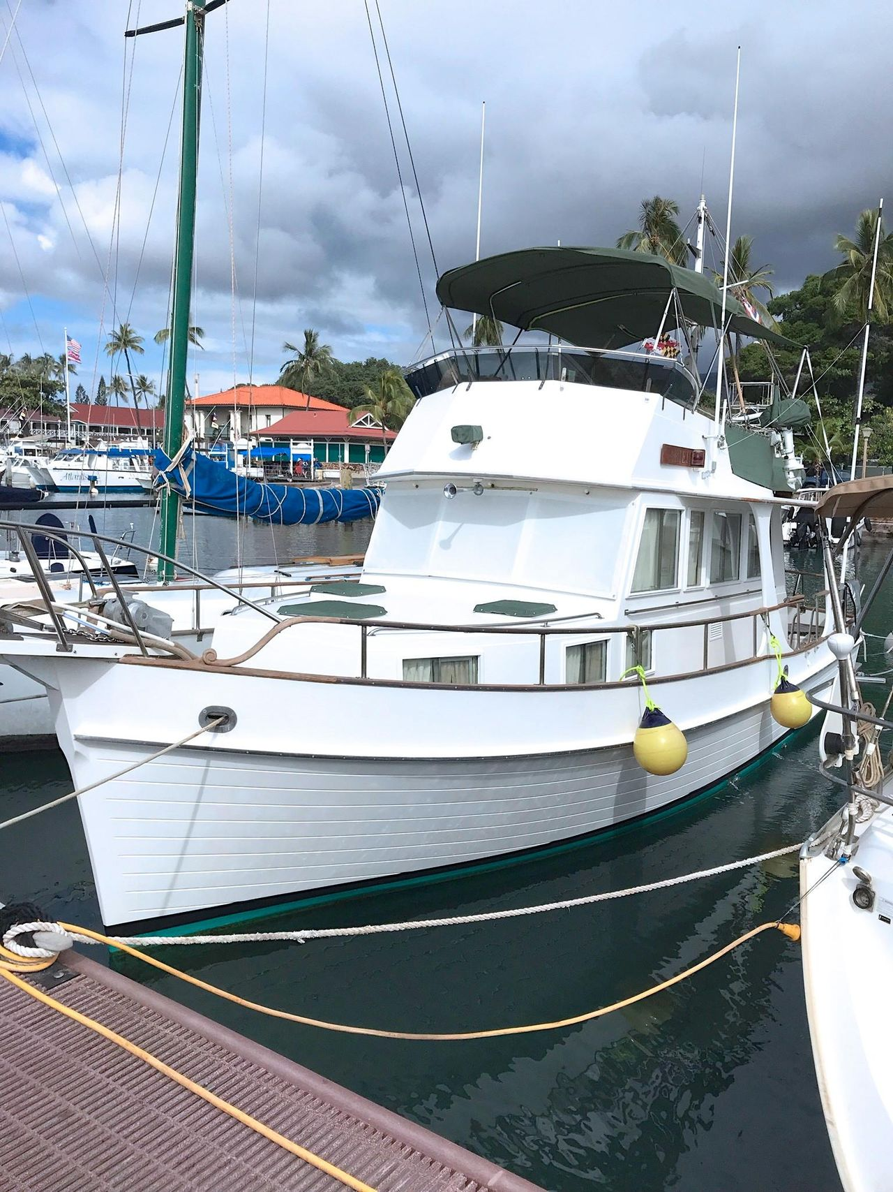 1989 Used Grand Banks Europa Trawler Boat For Sale