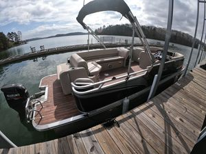 Used Avalon 23 LS Cruise Pontoon Boat For Sale