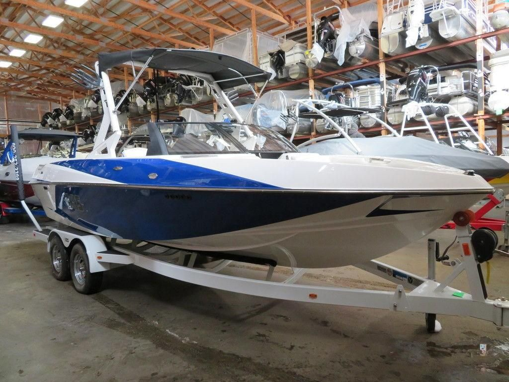Axis Boats For Sale >> 2015 Used Axis Ski And Wakeboard Boat Ski And Wakeboard Boat For