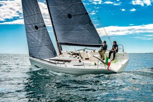 New Italia 9.98 Fuoriserie Racer and Cruiser Sailboat For Sale