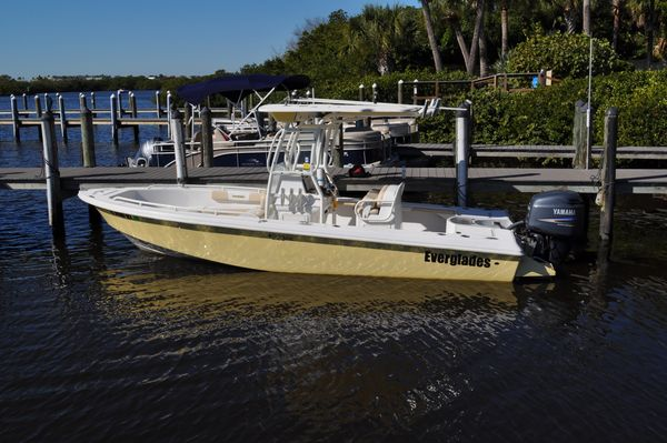 Used Everglades 223CC Center Console Fishing Boat For Sale