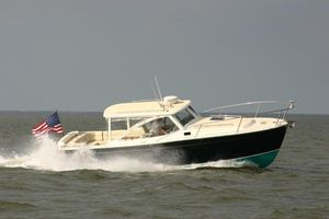 Used Mjm 29Z Express Cruiser Boat For Sale