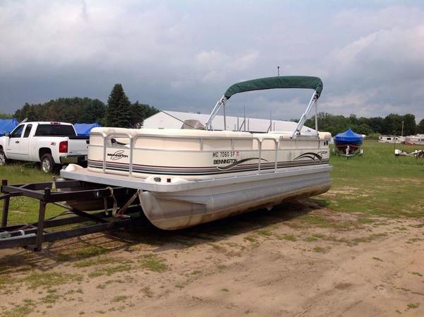 Used Bennington 2050RL Pontoon Boat For Sale