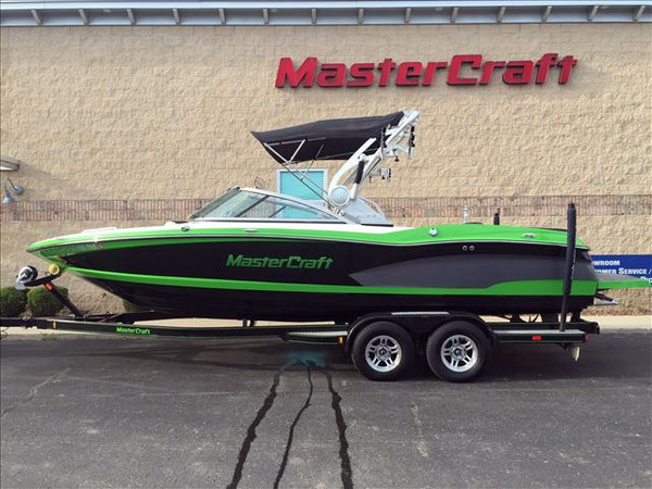 Used Mastercraft X-Series X-30 Ski and Wakeboard Boat For Sale