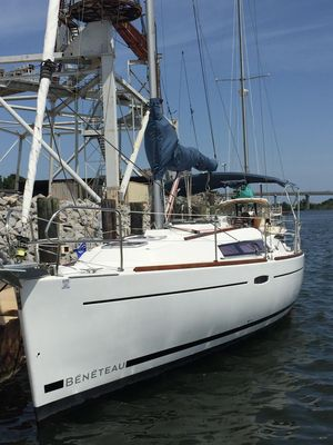 Used Beneteau Oceanis 31 Cruiser Sailboat For Sale