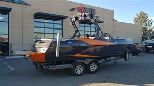 Used Axis Wake Research A22Wake Research A22 Ski and Wakeboard Boat For Sale