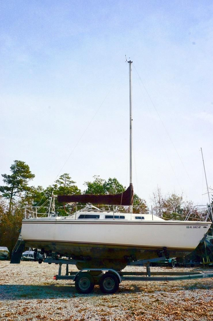 1980 Used Catalina 25 Sk Cruiser Sailboat For Sale 6200