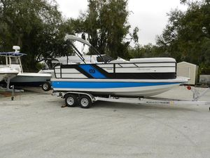 New Hurricane 216216 Deck Boat For Sale