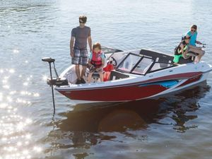 New Glastron Bowrider Boat For Sale