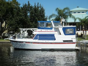 Used Heritage East 40 Aft Cabin Motor Yacht For Sale