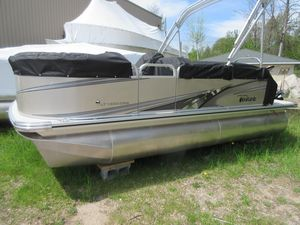 New Tahoe Pontoon LT Cruise Rear Bench - 18' Pontoon Boat For Sale
