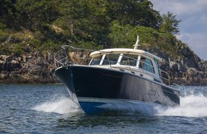 New Sabre Salon Express Motor Yacht For Sale
