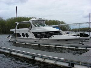 Used Bluewater Yachts 5800 Cockpit Motor Yacht Mega Yacht For Sale
