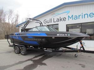 Used Moomba Craz 22Craz 22 Ski and Wakeboard Boat For Sale