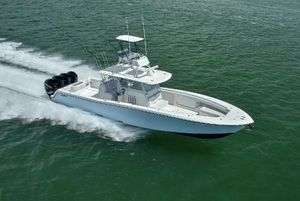 New Invincible 4242 Center Console Fishing Boat For Sale