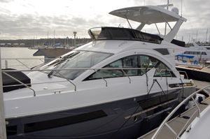 New Cruisers Yachts 54 Fly Flybridge Boat For Sale