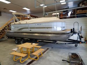 Used Sylvan Mirage 8524 LZ Pontoon Boat For Sale