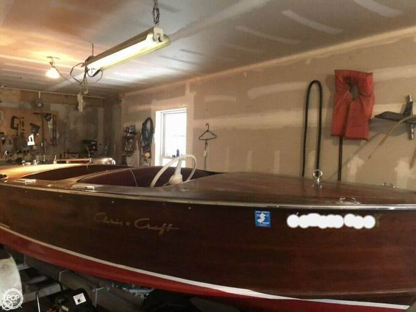 Used Chris-Craft 17 Deluxe Runabout. Antique and Classic Boat For Sale