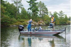 New Tracker Bass Tracker Classic w/ Mercury 50 ELPT FourStrokeBass Tracker Classic w/ Mercury 50 ELPT FourStroke Bass Boat For Sale