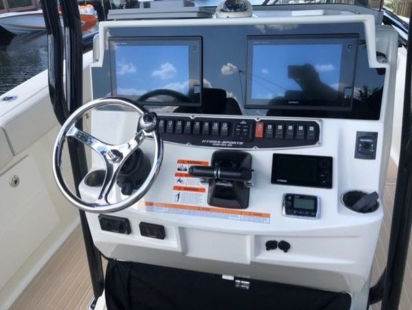 Used Hydra Sports 3000 CC Sports Fishing Boat For Sale
