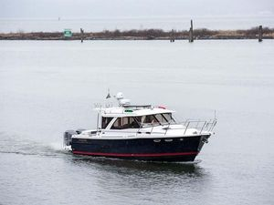 New Cutwater C-302 Coupe Express Cruiser Boat For Sale