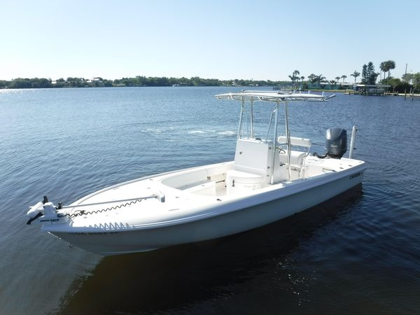 Used Contender 25 Bay Saltwater Fishing Boat For Sale