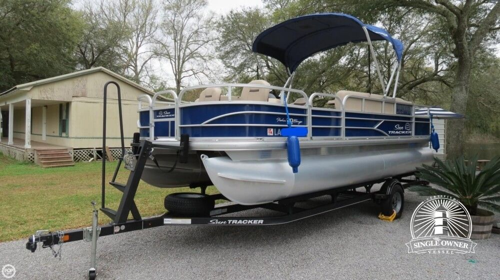 2017 Used Sun Tracker 20 DLX Fishing Barge Pontoon Boat For