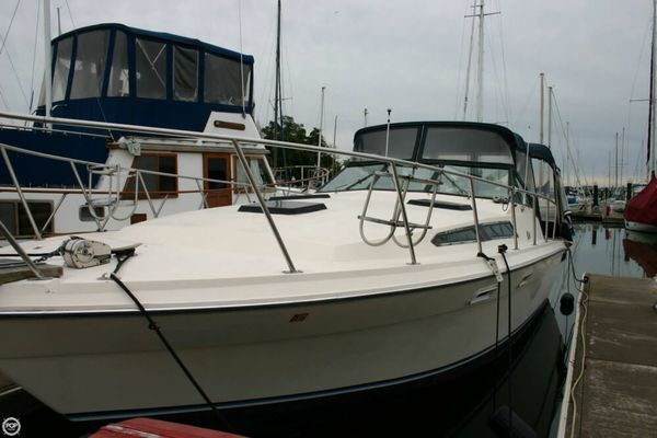 Used Bayliner Conquest 3150 Express Cruiser Boat For Sale