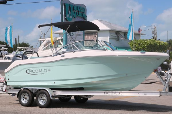 New Robalo R207R207 Center Console Fishing Boat For Sale