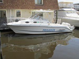 Used Hydra-Sports 2600 Vector WAC Cuddy Cabin Boat For Sale