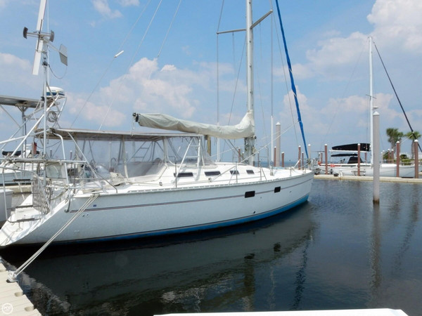 Used Hunter 433 Moorings Racer and Cruiser Sailboat For Sale