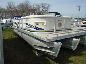Used Crest II LMCrest II LM Pontoon Boat For Sale