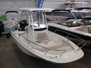 New Boston Whaler 210 Dauntless210 Dauntless Center Console Fishing Boat For Sale