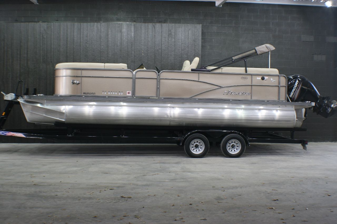 2016 Used Manitou Aurora 23 Deluxe Tritoon Pontoon Boat For