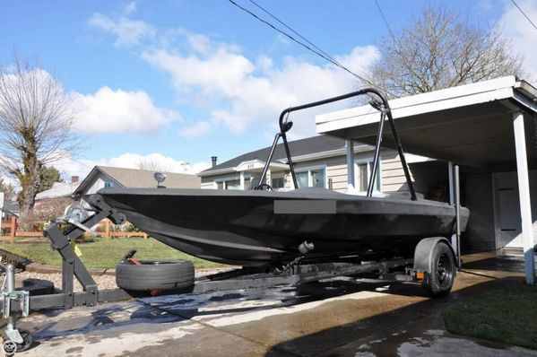 Used Sidewinder 17 V Ski and Wakeboard Boat For Sale