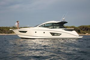 New Beneteau Gran Turismo 50 Motor Yacht For Sale
