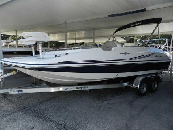 New Hurricane SunDeck Sport 202 OB Deck Boat For Sale