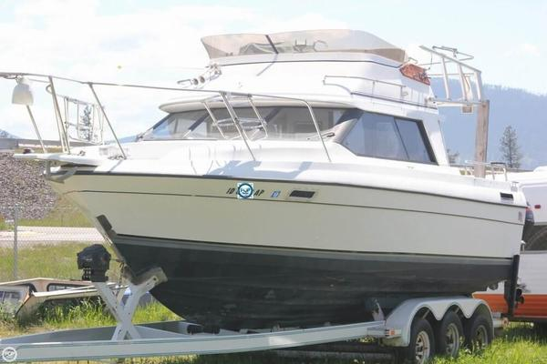 Used Bayliner 2556 Ciera Command Bridge Express Cruiser Boat For Sale