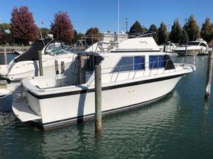 Used Uniflite 32 Sport Sedan Sports Fishing Boat For Sale