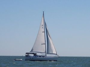 Used Hunter 426 Deck Saloon Cruiser Sailboat For Sale