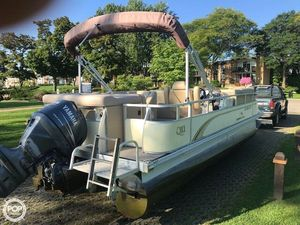 Used Bennington 2275 QXI Pontoon Boat For Sale