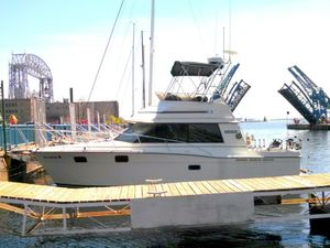 Used Carver 3227 Convertible Schooner Boat For Sale